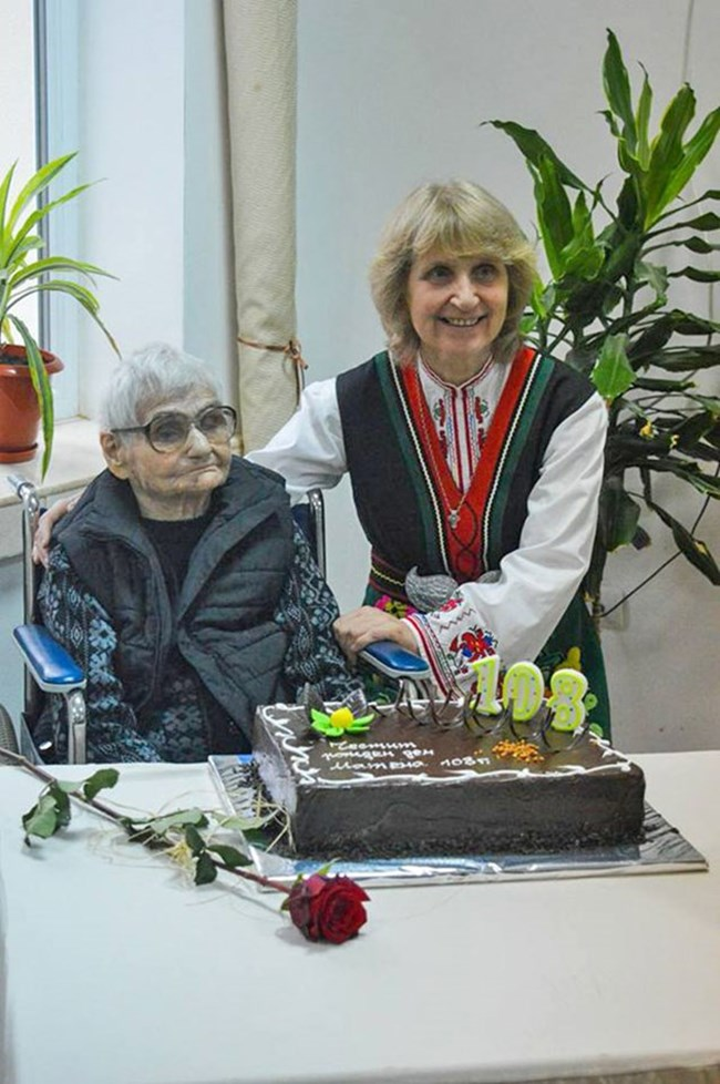 Най-старата българка отново е на крака: 108-годишната баба Матена е преборила коварната болест