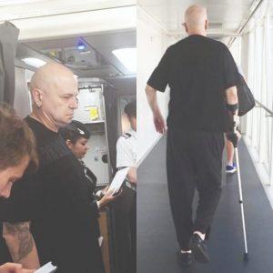 Слави Трифонов отново с патерица: Дългия пак закъса с краката, последната му операция е неуспешна (СНИМКА)