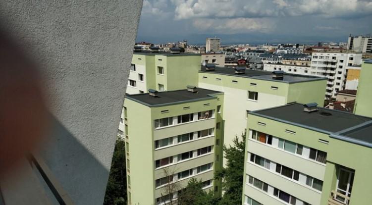Страхотия като тази в Студентски град скоро не бе виждана: Младеж отвори прозорец на последния етаж (СНИМКИ)