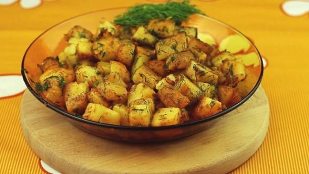 Тайната на най-вкусните картофки с копър и чесън е разкрита: Ето какво трябва да направите, преди да ги пъхнете във фурната