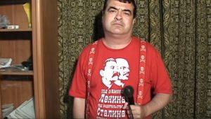 Гавра: Мъж запали българското знаме в София, уринира върху него и пусна клип в Интернет (СНИМКИ)