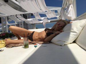 Ива Екимова остави всички с пръст в уста! Събира мъжките погледи на плажа с брутално тяло (СНИМКИ)