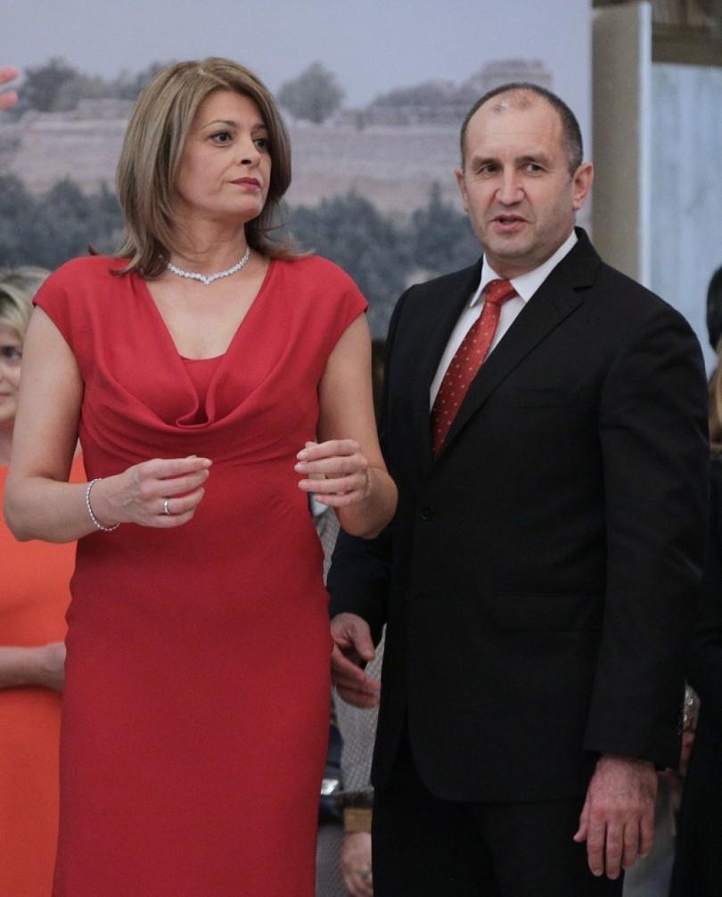 Този път Деси Радева им затвори устите: Ето защо първата ни дама пусна за продан срещу 300 лева своя рокля