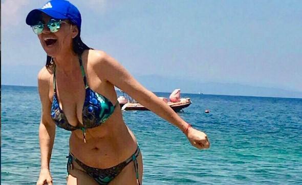 Вижте Илиана Раева по бански: С голям кеф си направих фотосесията – на 55 г да тежиш 50 кг (СНИМКИ)