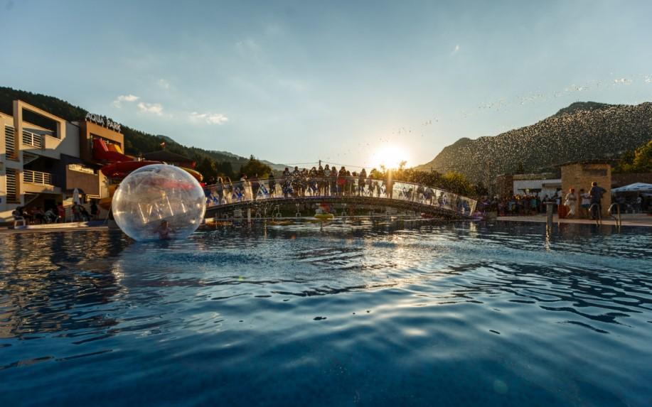 Термален аквапарк Персенк съвместно с Община Девин събра жители и гости на града, за да отбележат празника на гр. Девин и минералната вода