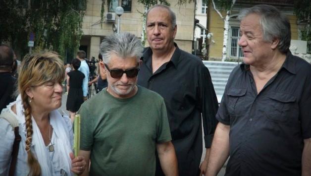 Тъжно! ФСБ отсвири Ивайло Крайчовски и на погребението: Басистът посегнал към чашката след войната в групата (ВИДЕО)