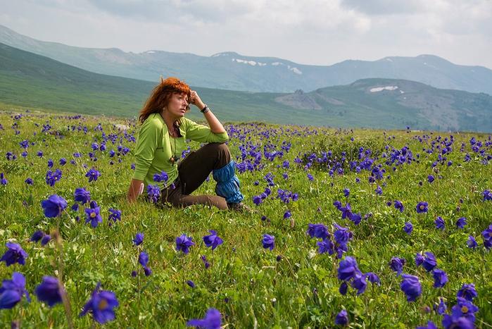 Тя живее в планината, без вода и често без ток. И казва: Погребах мнозина, които живееха здравословно
