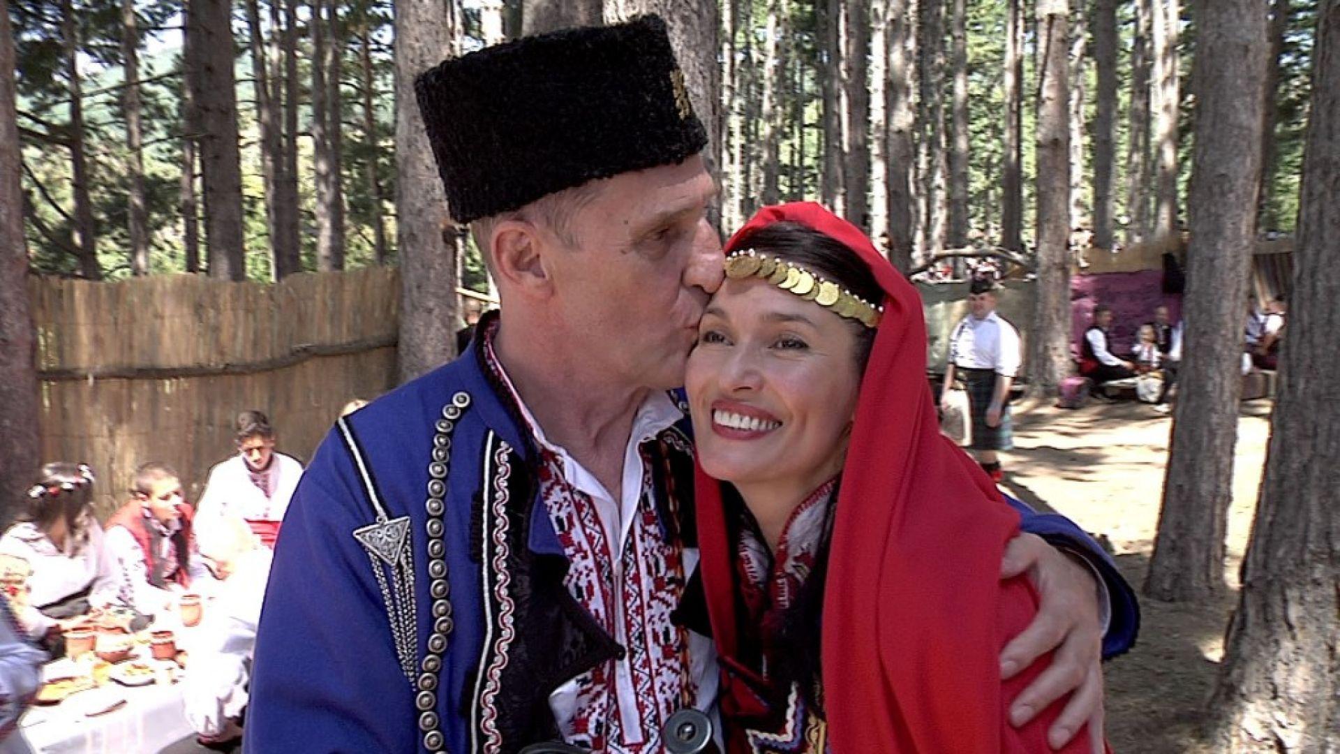 Горчиво: Британският актьор Бен Крос се ожени по стар български обичай в Жеравна (СНИМКИ и ВИДЕО)
