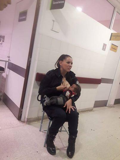 Тази СНИМКА взриви мрежата и стана тотален хит: Полицайката, която накърми изоставено бебе (ВИДЕО)