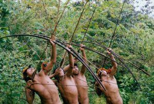Уникално откритие: Дрон засне загадъчно племе диваци, което никога не е виждало цивилизацията (СНИМКИ и ВИДЕО)