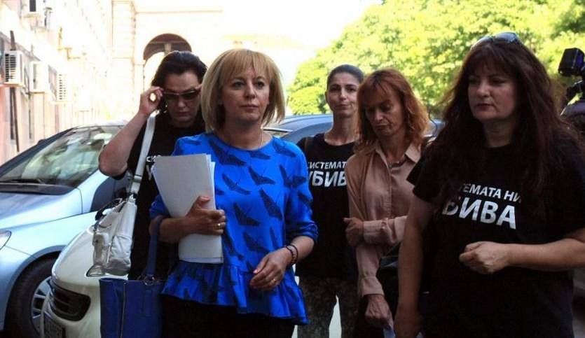 Двоен стандарт: Мая Манолова уж съчувства на майките, а харчи пачки за бутикови дрешки и фризьор (СНИМКИ)