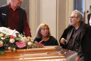 Корнелия Нинова подкрепи Ламбо до ковчега на сестра му - актрисата Росица Данаилова (СНИМКИ, ОБНОВЕНА)