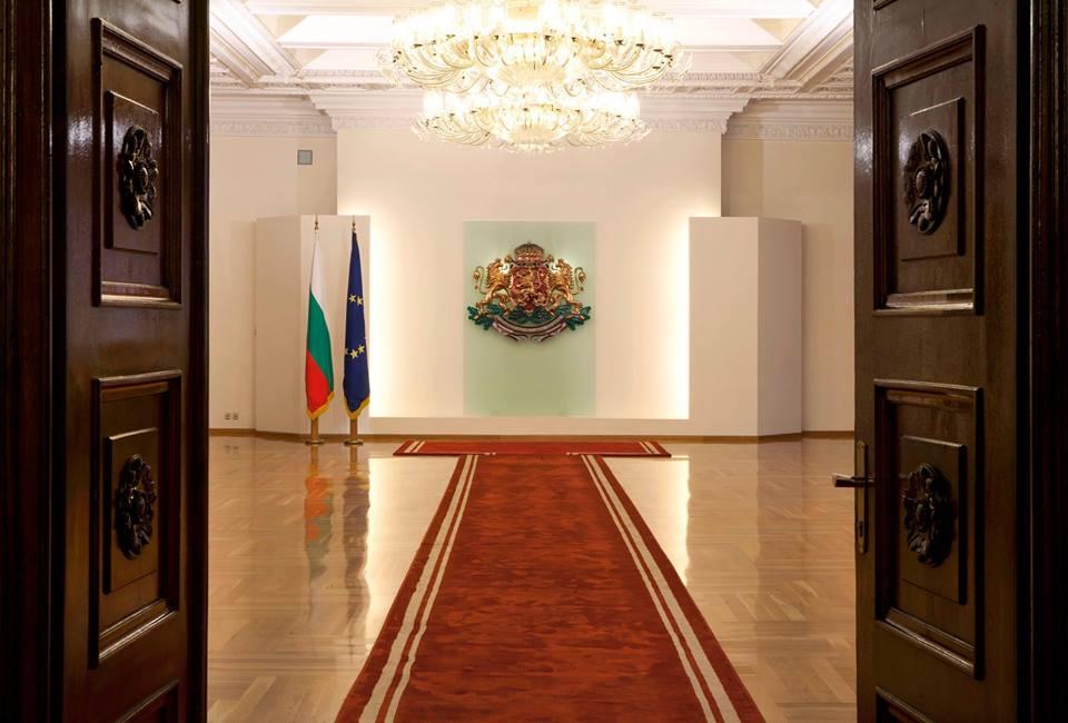 Днес Румен Радев отстъпва президентския стол на кандидати за него! (ВИДЕО)