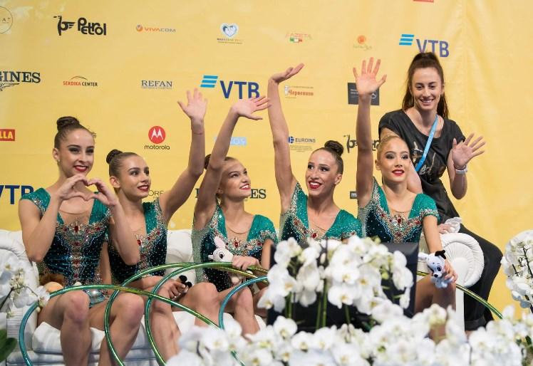 Респект! Цяла България се просълзи от това писмо на едно от златните момичета до болната ѝ майка