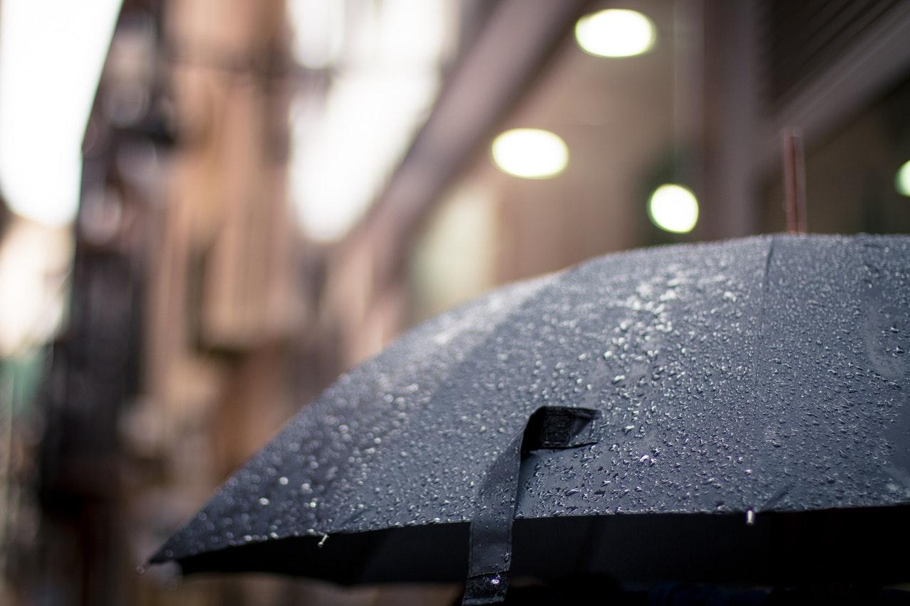 Гръцки циклон разкъсвания и намаления на облачността