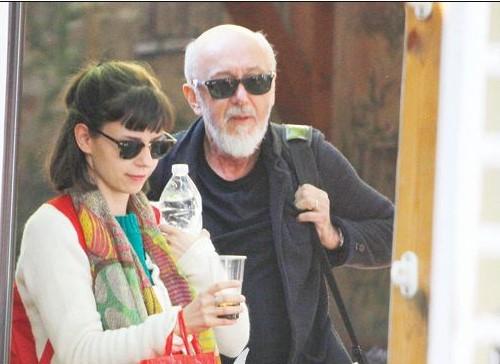 Палавият актьор Стоян Алексиев пак се натиска с любовницата (СНИМКИ)