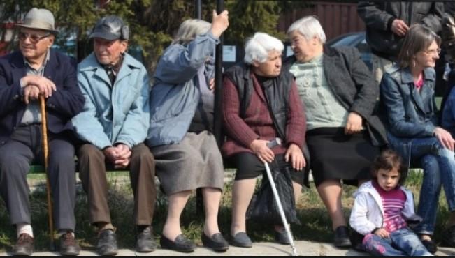 """Глас народен: Пенсионерите – във """"ВИП Брадър"""", там да ги хранят и поят през зимата"""