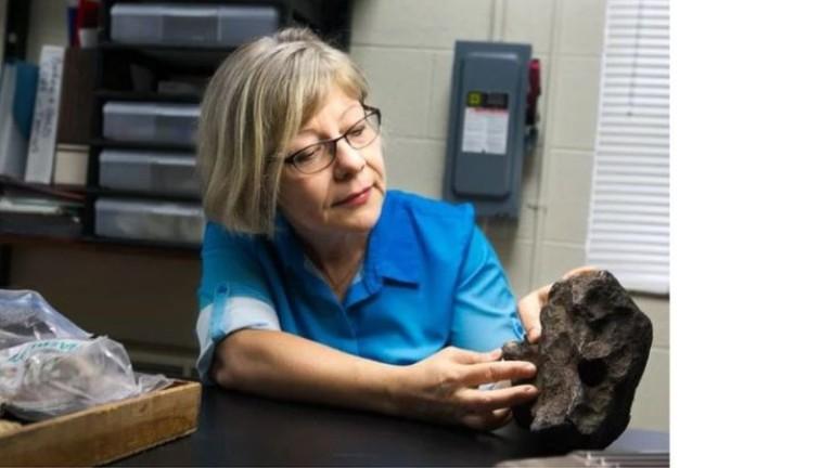 Фермер подпирал вратата си с метеорит за 100 000 долара (СНИМКА)