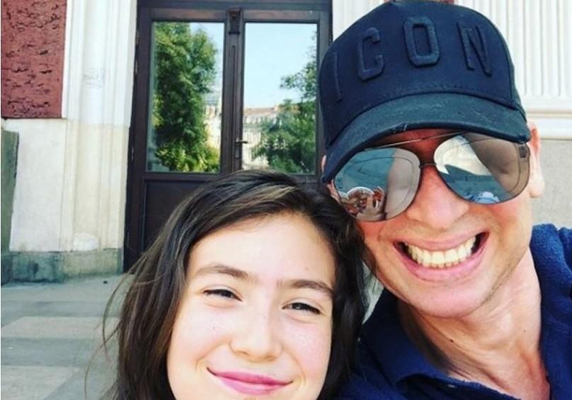 Виктор Калев с тайно дете: Популярният комик за пръв път показа 9-годишната Вяра Калева