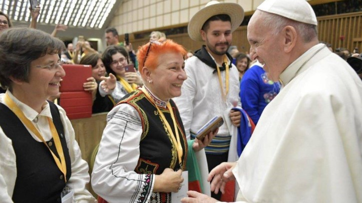 Тези прекрасни българки впечатлиха папа Франциск: Жените от Поморие пяха във Ватикана (ГАЛЕРИЯ)
