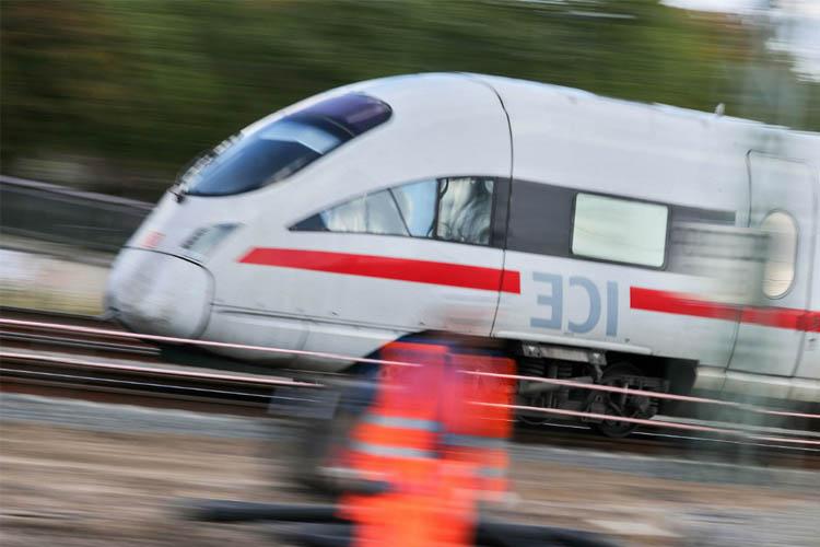влак Германия машинист гара