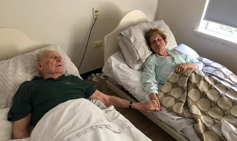 Съпрузи починаха заедно, хванати за ръце след 70-годишен брак
