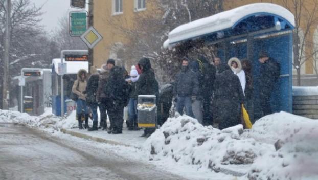 Вадете дебелите палта и шапки: Идват 2 пика на арктически студ, жълт код в половин България