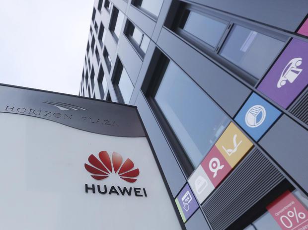 Huawei обединеното кралство ограничителни мерки Huawei шпионаж Полша