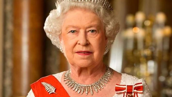Елизабет абдикира