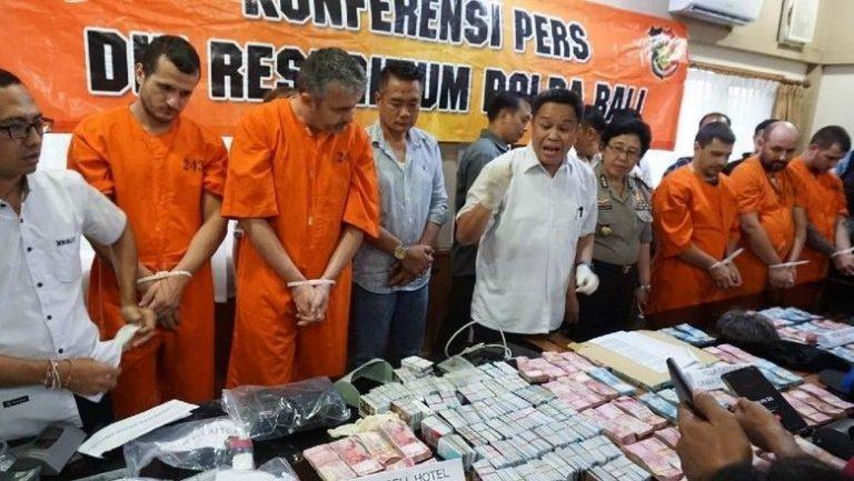 Разбиха българска банда източвала банкомати на о-в Бали (Видео)