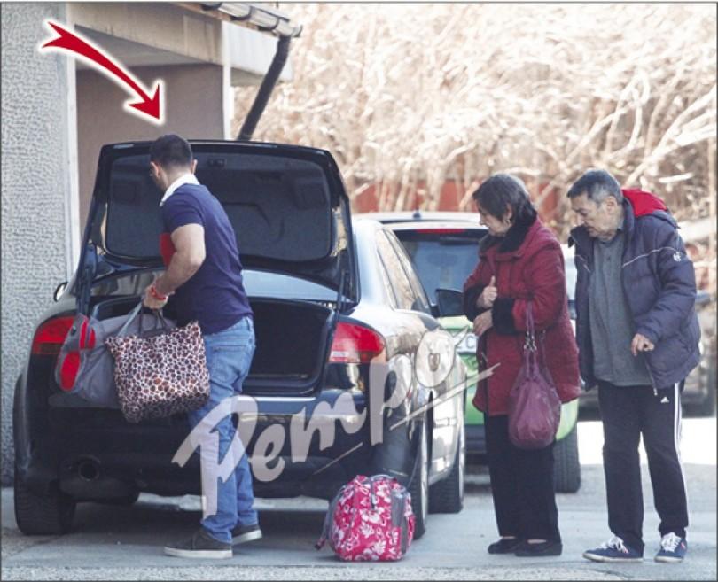 Ергенът Тони Хекимян заживя с майка си и баща си (снимки)