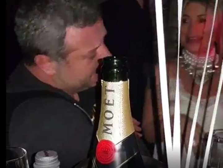 Рачков гуляе след раздялата с Мария: Комикът се налива с шампанско за 300 лева