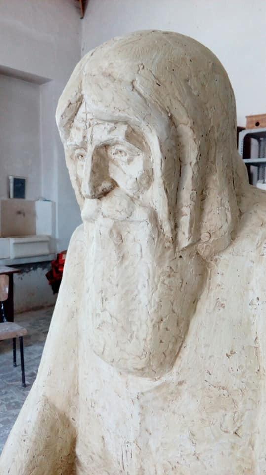 Ученици ваят първи паметник на светеца дядо Добри