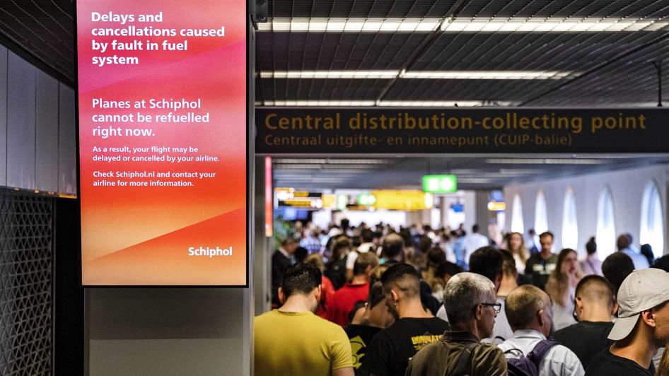 Хиляди пътници блокирани на летище в Амстердам