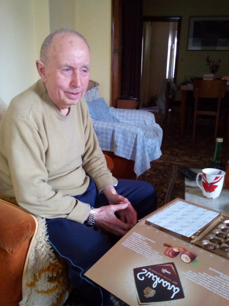 91-годишен доктор от Свищов сваля кръвното с кислородна вода (СНИМКА)
