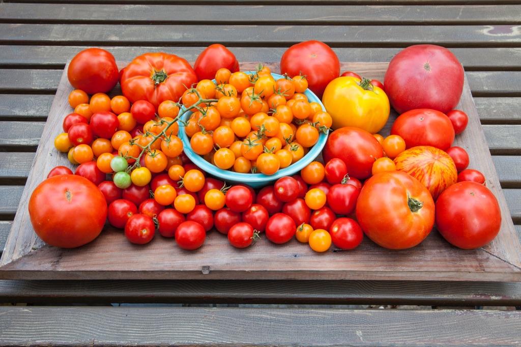 Сезонни плодове и зеленчуци, които ще дадат свежест на лятото