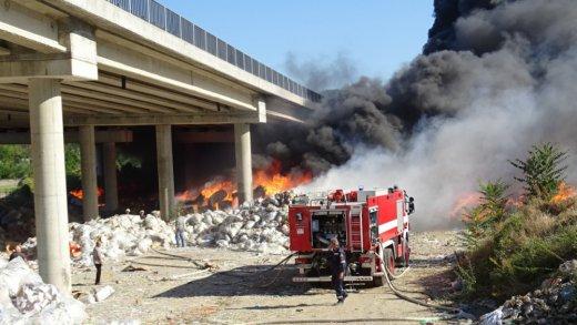 Борбата с пожари в цяла България продължава