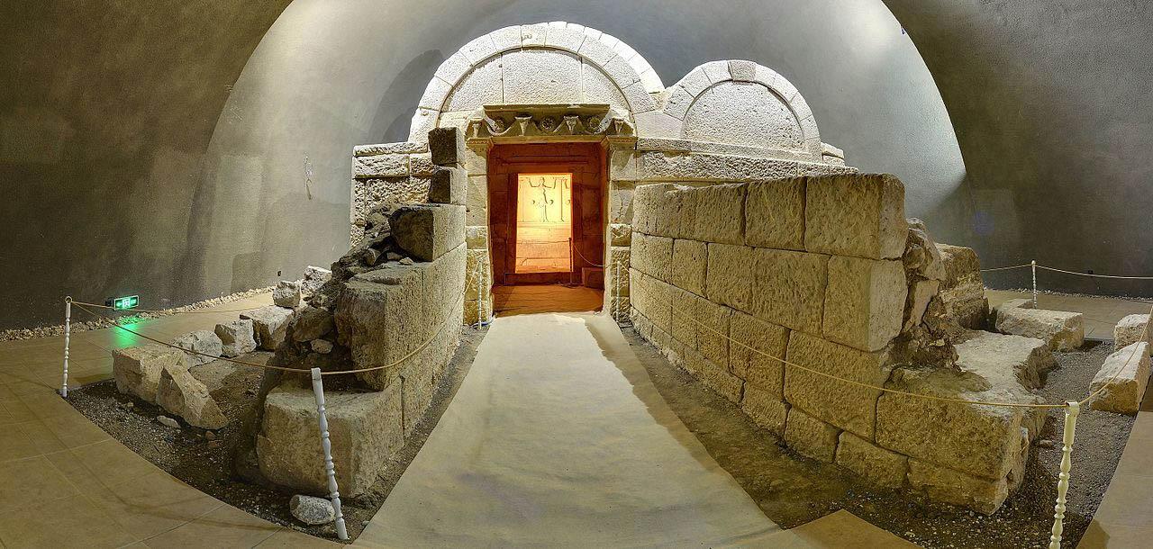 Свещарската гробница и нейните тайни