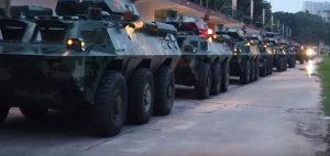 Военни развяват знамена в близост до Хонконг. Пекин ще нахлуе ли?