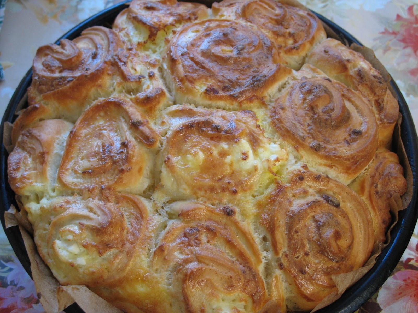 Питка с плънка от яйца и сирене - бързо и лесно