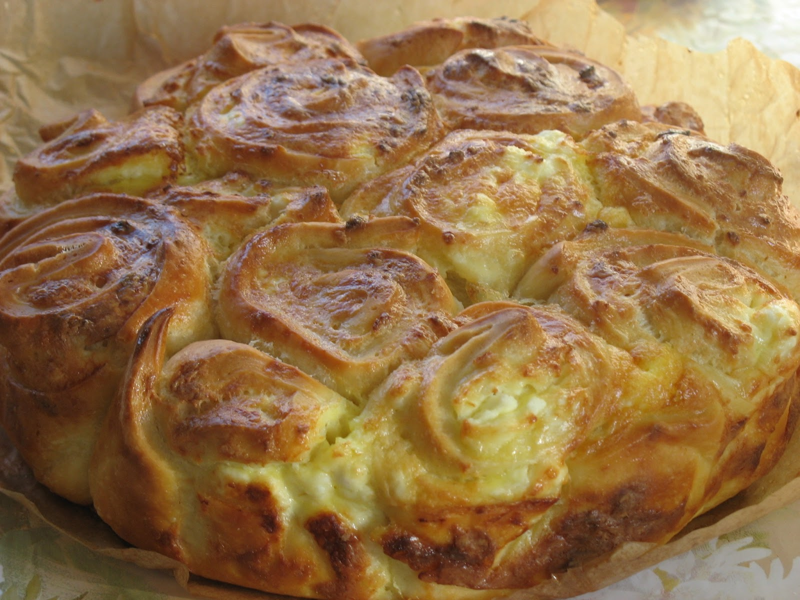 питка с плънка от яйца и сирене