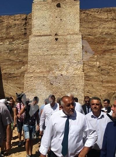 Борисов изумен от 20-метровата антична кула в Маноле: Това е световен обект!