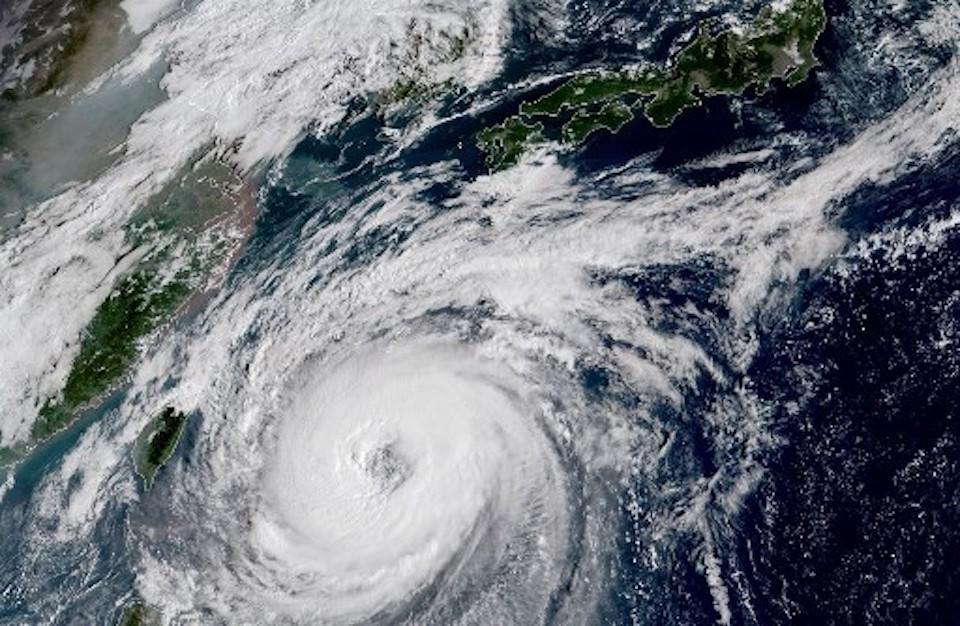 "Тайфунът ""Факсай"" премазва Япония (Видео)"