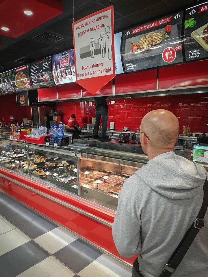 Болни от хепатит продават храни в столичен супермаркет