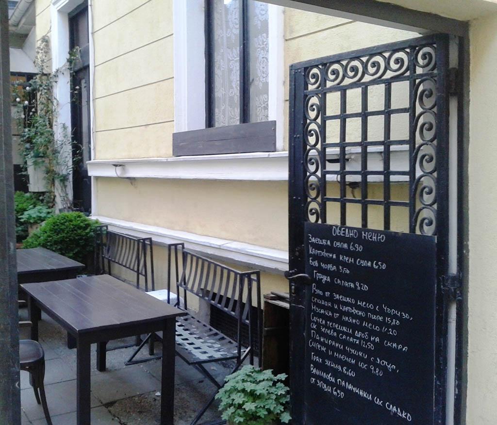 """Сдружение """"Словеса"""": Срам! Защо обърнаха на кръчма Къщата музей """"Иван Вазов"""" в центъра на София?"""