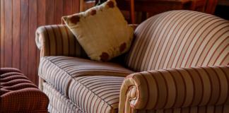 стар диван