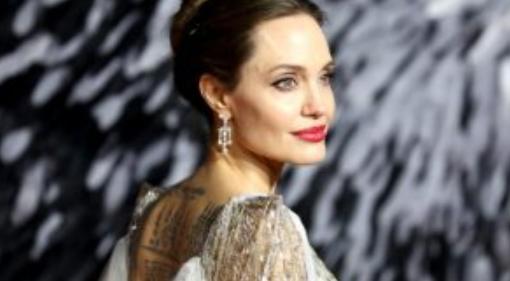 Какво се случва с Анджелина Джоли? (Снимка)