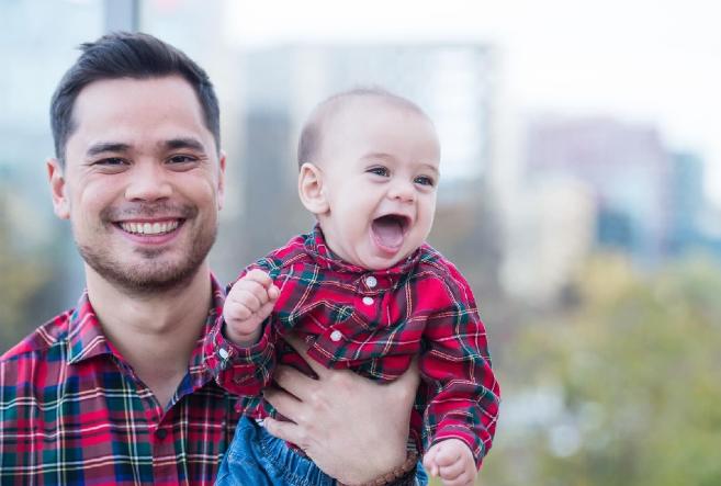 Поли Генова показа бащата на детето си (Снимки)
