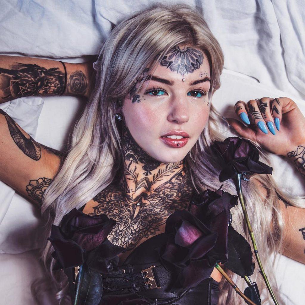 Без граници: Австралийка си татуира очните ябълки