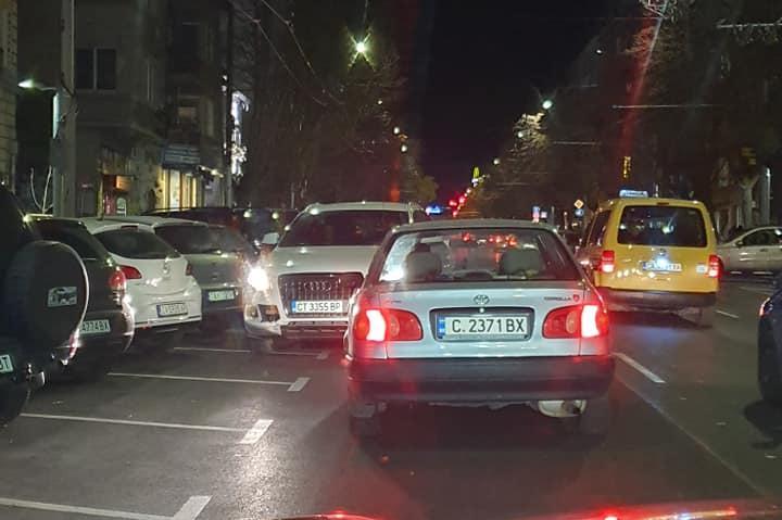 Кметска дъщеря кара джип в насрещното на Патриарха в столицата